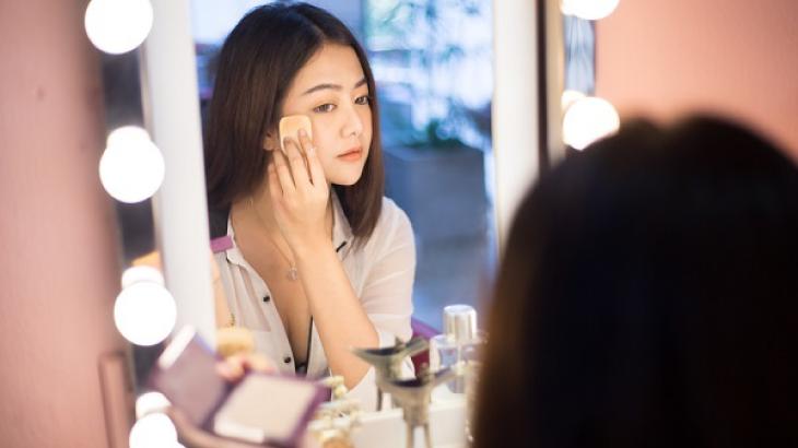 合宿免許(教習所)で化粧は必要ですか?アイキャッチ